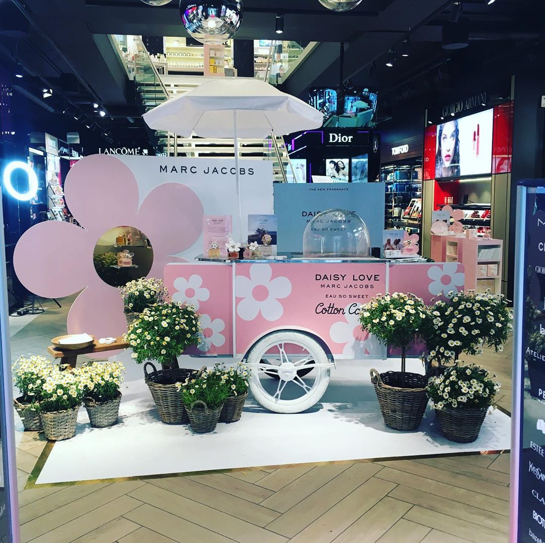 Cotton candy vending cart by Bizz On Wheels