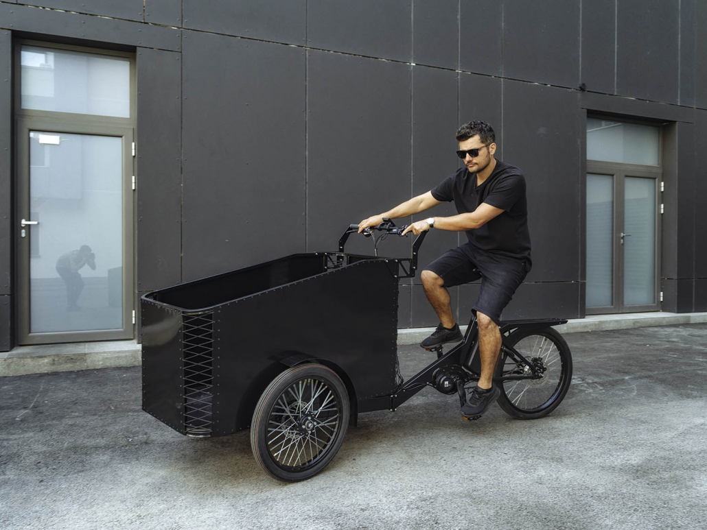 Electric Cargo Bike TR02 with open case