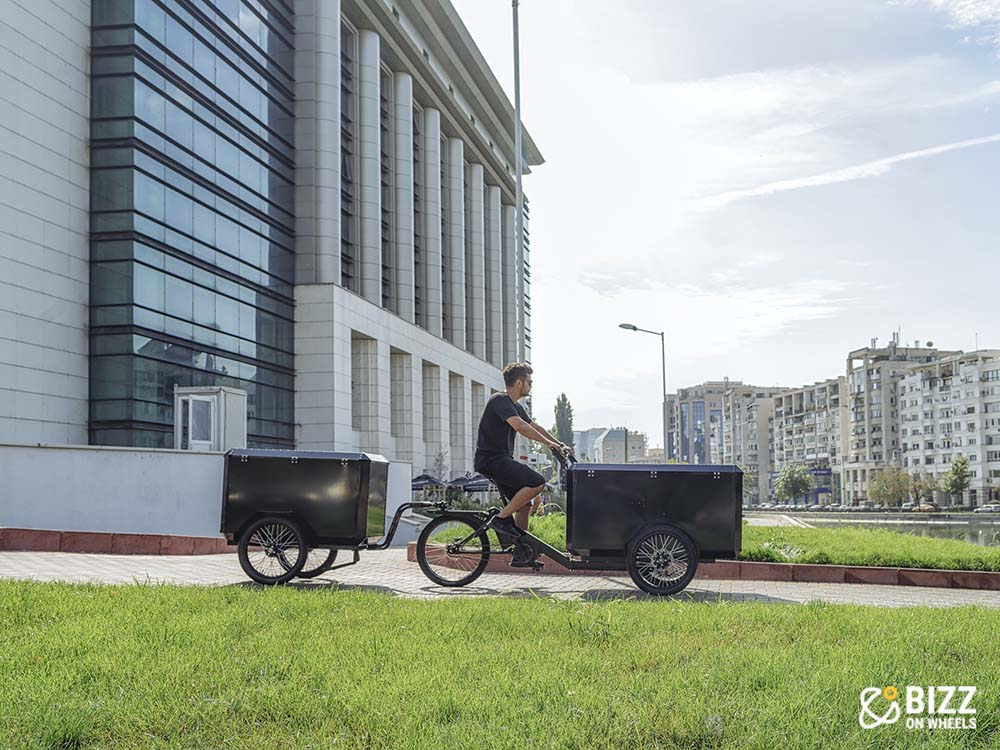 Electric cargo trike with detachable trailer by Bizz On Wheels