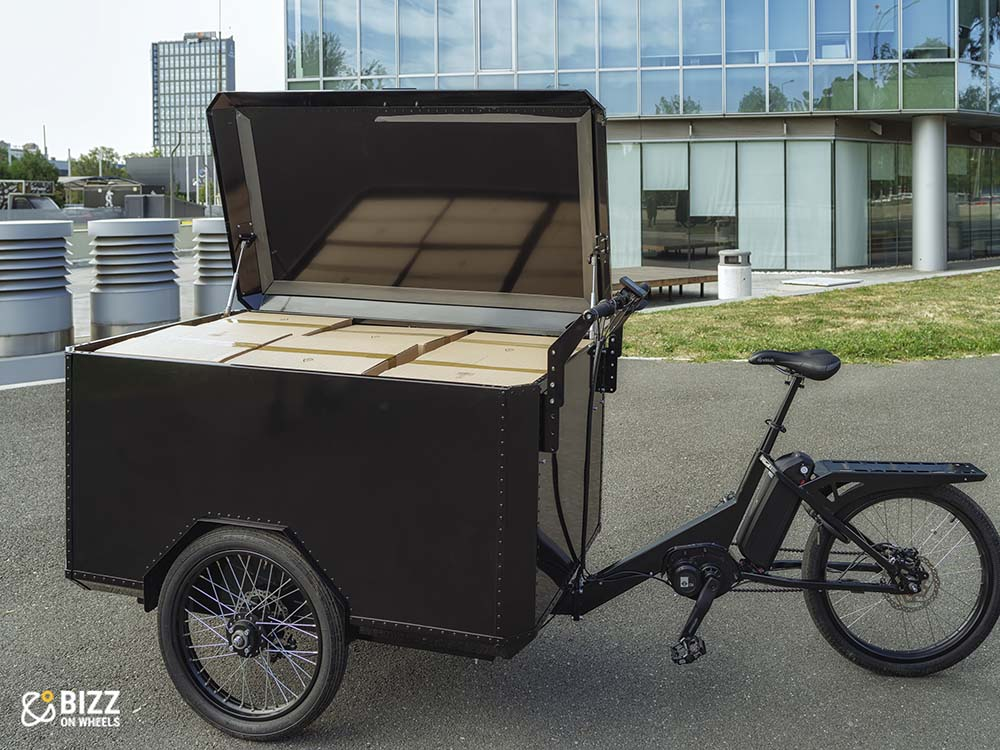 Electric front load cargo bike