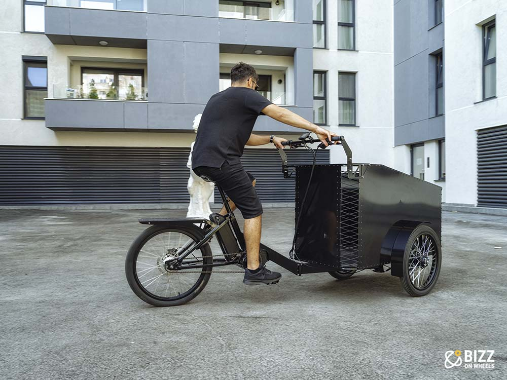 Front case electric cargo bike with three wheels